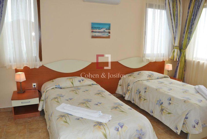 13_Twin bedroom 2