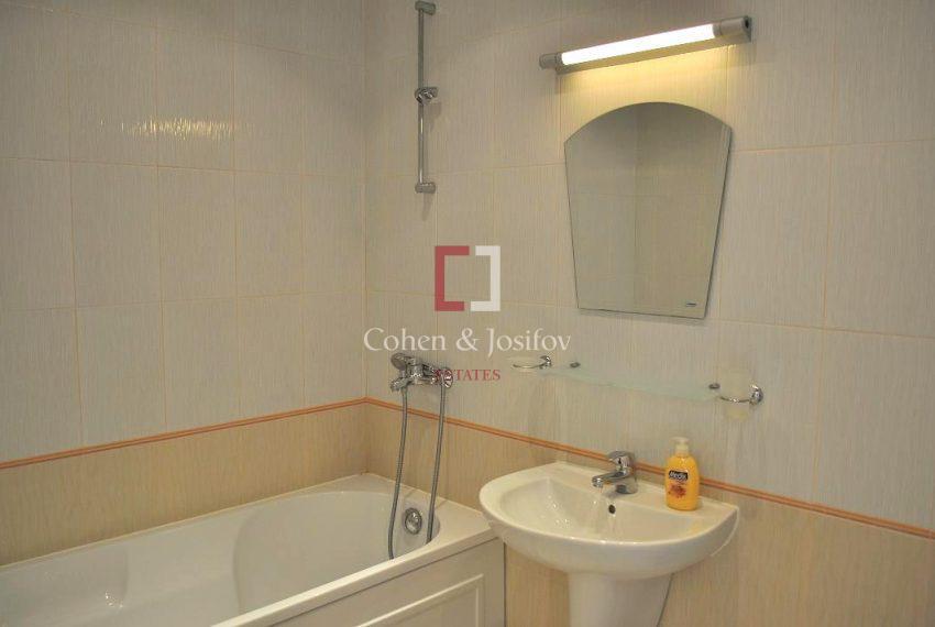 16_Master bedroom bathroom