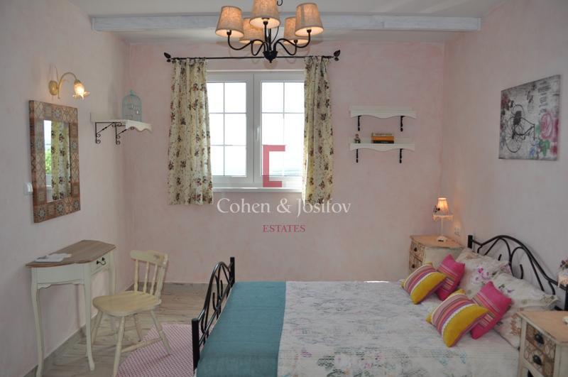 16_Pink bedroom