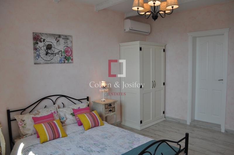 17_Pink bedroom again
