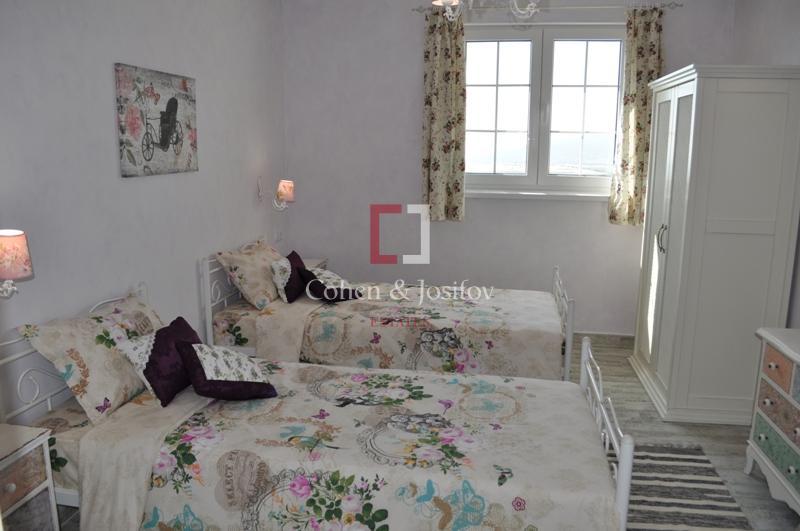 20_Violet bedroom