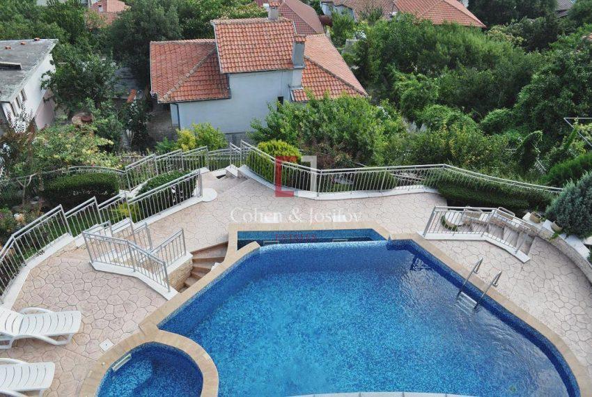 24_Overlooking pool