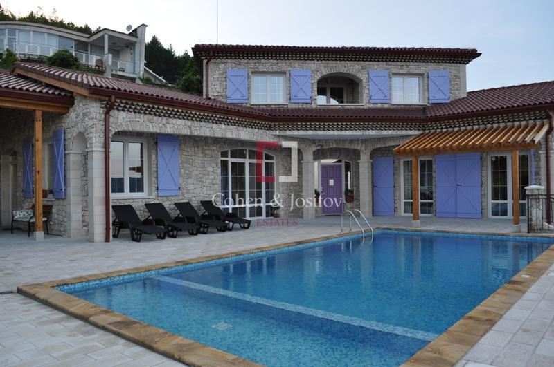 29_Villa Lavandin front view