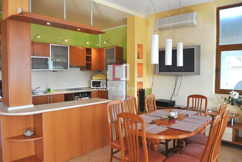 7_Kitchen and dining areas