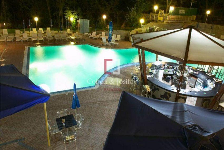 Nikea-Park-Pool-top2