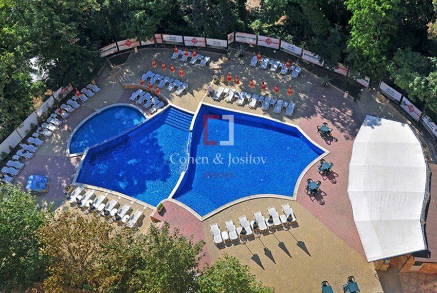 golden-eagle-pool