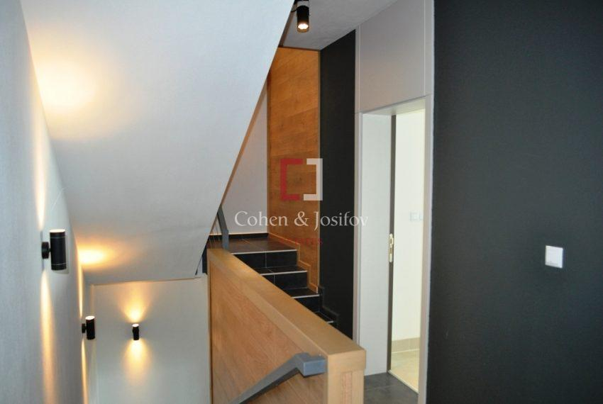 11_Internal staircase
