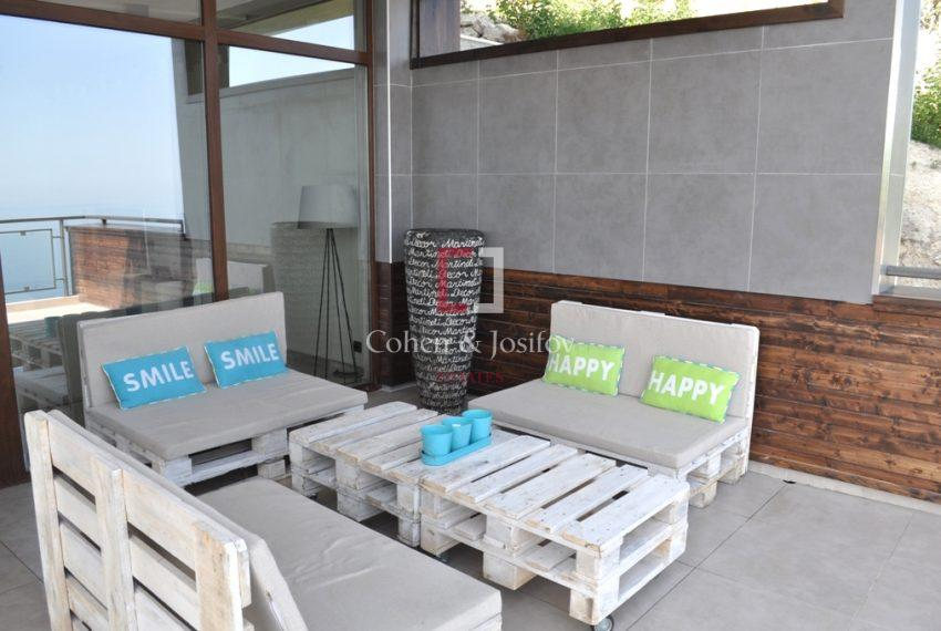 21_Open-air lounge area