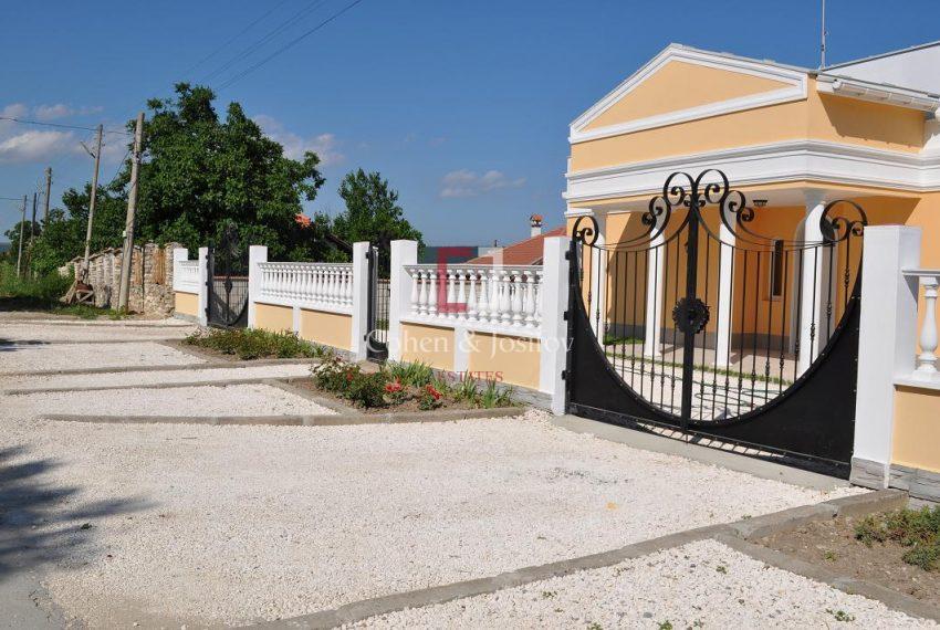 23_Villa gate