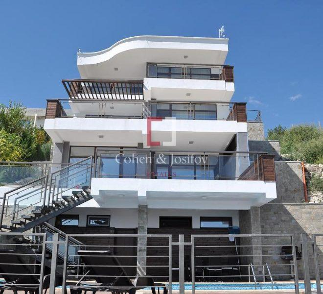 25_Front view of Villa Jazzy