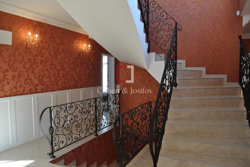 26_The hallway