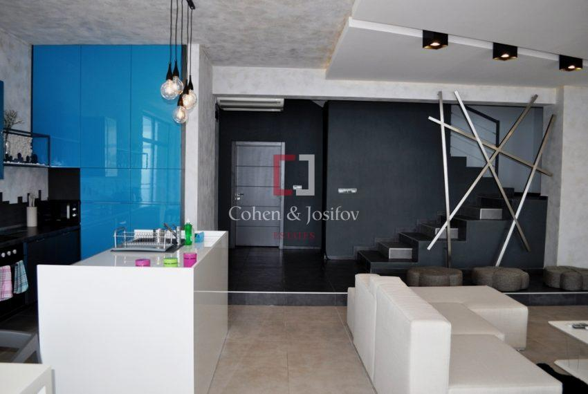 3_Kitchen and lounge