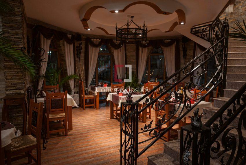 Основен ресторант етаж 1 стълби към кулата т.2